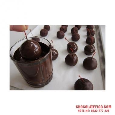 Công thức làm socola nhân cherry cho Giáng sinh 2019